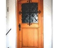 Gitter an einer Haustüre